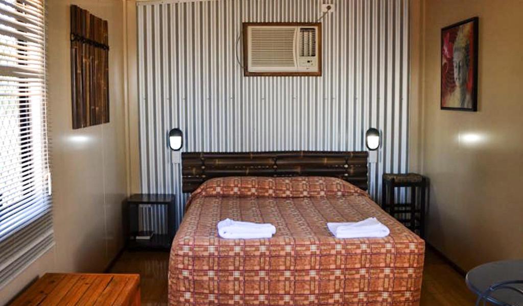 Deluxe cabin queen bed